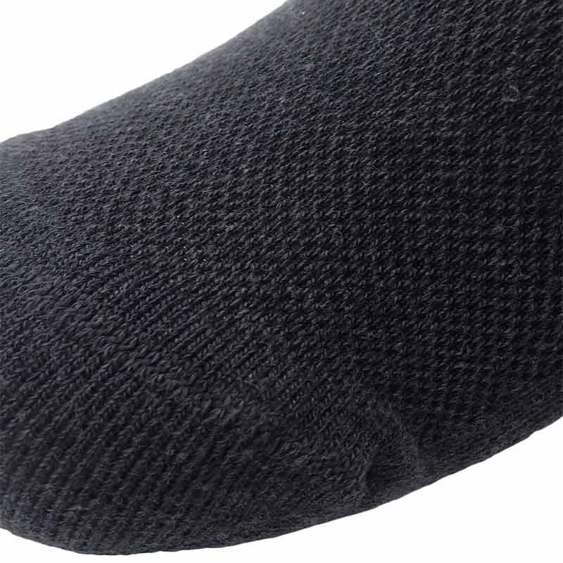228191_02_pokpongtao_diabetic_socks_stan
