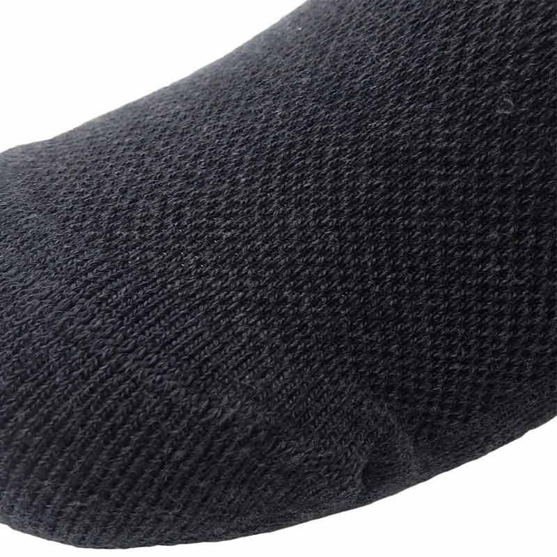 228200_03_pokpongtao_diabetic_socks_stan